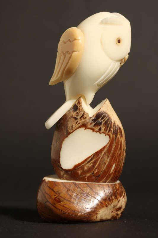 Chouette sculptée dans du tagua (ivoire végétal)